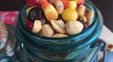 We love how easy this Fall Snack Mix is to make! Everyone who stops by can't stop eating it--a perfect mix of sweet a salty that quickly becomes addictive!