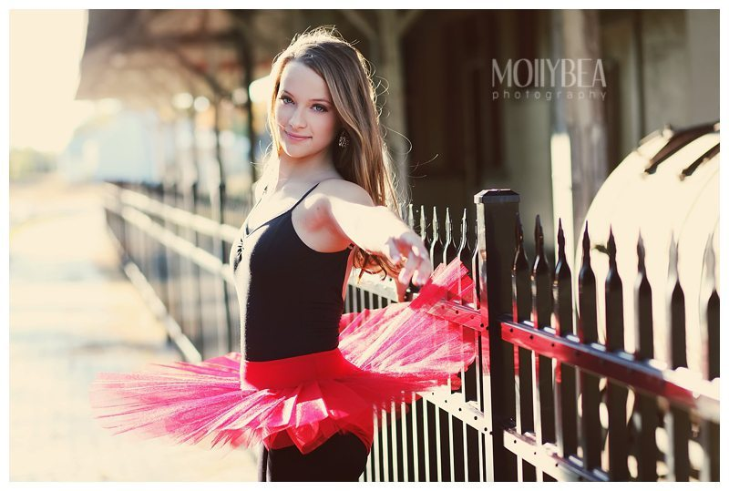 Tired of boring, studio photo shots for senior pictures? Take a peek at these best senior picture ideas for dancers.