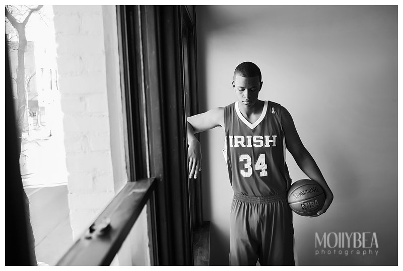 Tired of boring, studio photo shots for senior pictures? Take a peek at these best senior picture ideas for basketball players.