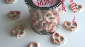 For Valentine's day make 5 Minutes Easy Heart Pretzels, grab a cute little container, attach the free printable label and your treats are ready to give!