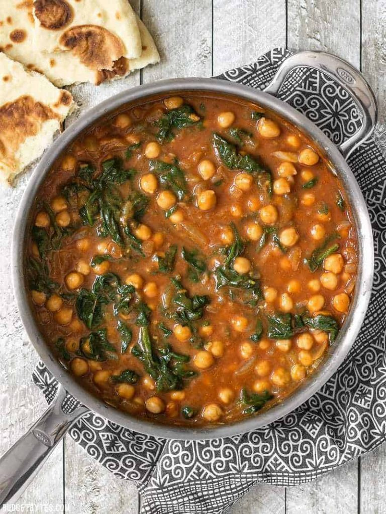Pan with curried chickpeas and spinach