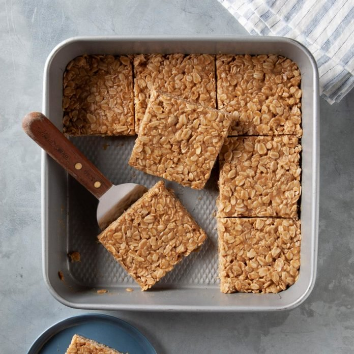 Baking pan with peanut oatmeal bars